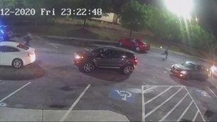 Un vídeo mostra com la policia mata d'un tret un home negre a Atlanta