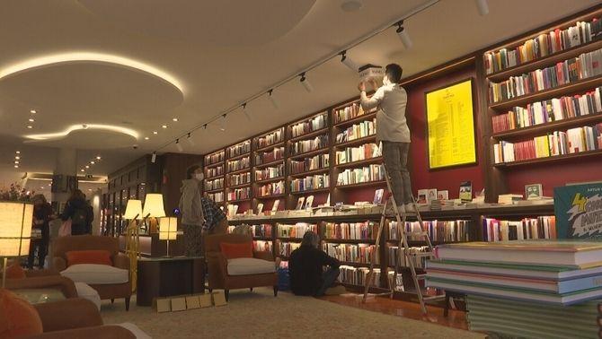 Finestres, un nou concepte de llibreria