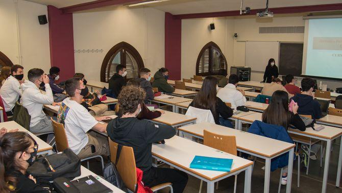 El català, discriminat a la universitat? Pugen les queixes per canvis de llengua a classe