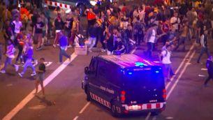 Càrrega dels Mossos al final de la manifestació a Via Laietana