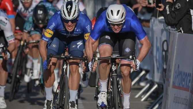 Alaphilippe s'exhibeix al Tour de la Provença i el seu company Ballerini guanya la primera etapa