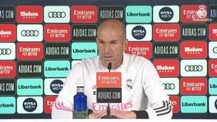 """Zidane: """"M'agradaria que Messi continués al Barça"""""""