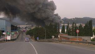 Incendi en una nau de tractament de ferralla a Castellbisbal
