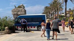 Troben un fardell d'haixix flotant davant de la platja de Sitges