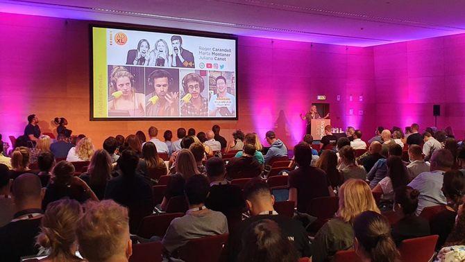 Pla general de l'auditori on s'ha celebrat la taula rodona 'Recuperar els oients més joves', amb la participació de Catalunya Rà…