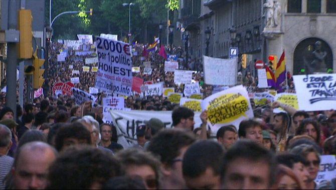 Milers de persones mostren el seu malestar per la crisi i reclamen un sistema més just