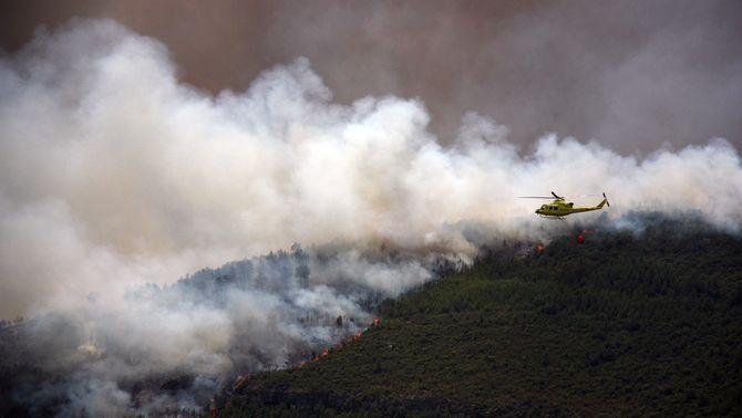 Un mort i dos ferits en estavellar-se dos helicòpters durant l'extinció dels focs del País Valencià