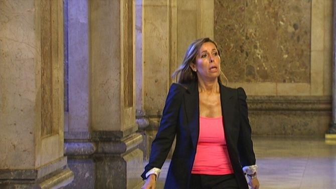 La líder del PP català, Alicia Sánchez-Camacho, als passadissos del Parlament.