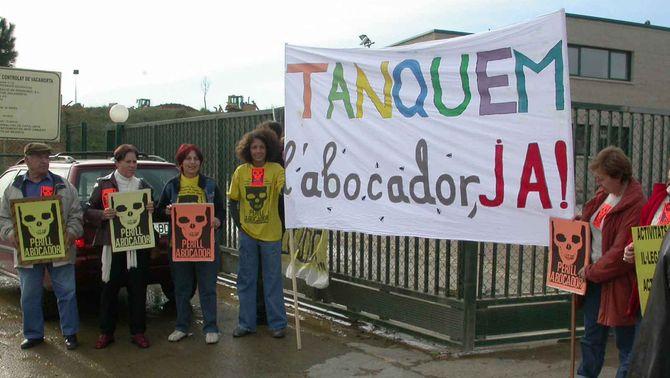 """La Generalitat ordena la clausura """"imminent"""" de l'abocador de Vacamorta"""