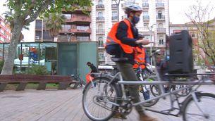 Barcelona se suma a la iniciativa del bicibús per anar a l'escola