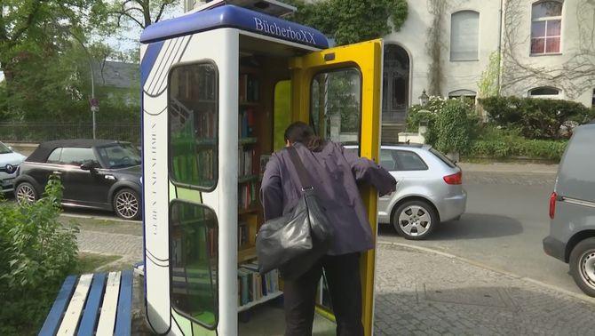 """Petites biblioteques de carrer en velles cabines de telèfon, les""""bücherboXX"""" de Berlín"""