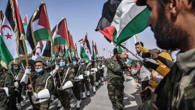Tropes saharauis en l'acte del 45è aniversari de la declaració de la República Àrab Sahrauí Democràtica