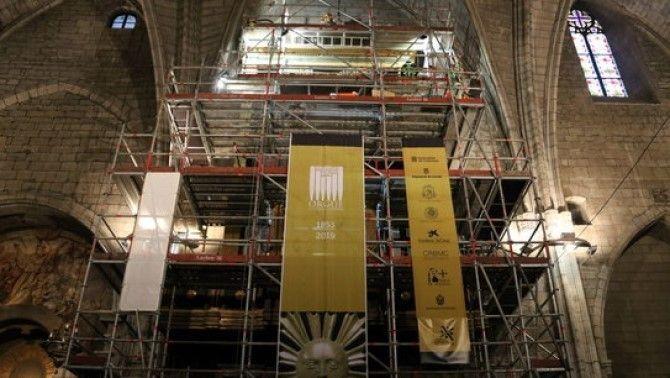 El procés de restauració de l'orgue de la catedral de Solsona va començar fa més d'un any amb la intervenció al moble neoclàssic