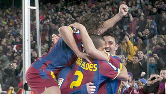 Els jugadors del Barça celebren el tercer gol al Madrid. (Foto: EFE)