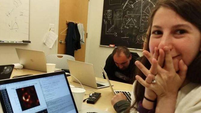Katie Bouman, la dona que ha fet possible la primera fotografia d'un forat negre