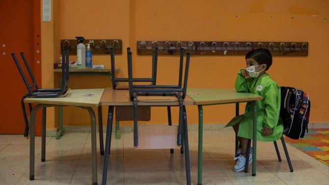 Dues escoles retarden l'inici de curs per positius per Covid entre el personal (EFE/Brais Lorenzo)