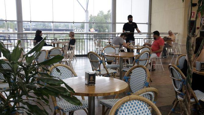 Molts treballadors de bars i restaurants no tornaran dilluns a la feina