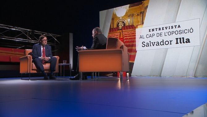 Un moment de l'entrevista a Salvador Illa, aquest dimarts a la nit