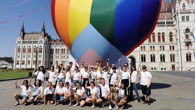 Protesta a favor dels drets LGTBIQ+ als afores del Parlament hongarès
