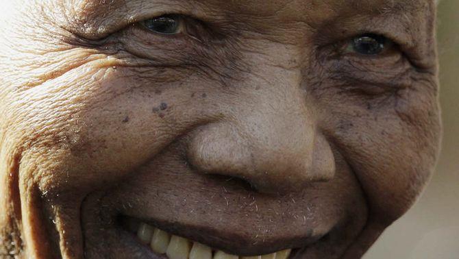 Mandela torna a l'hospital per una infecció pulmonar