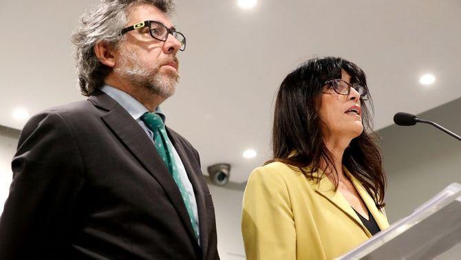 L'advocat Jordi Pina i la portaveu dels presos en vaga de fam, Pilar Calvo (EFE)