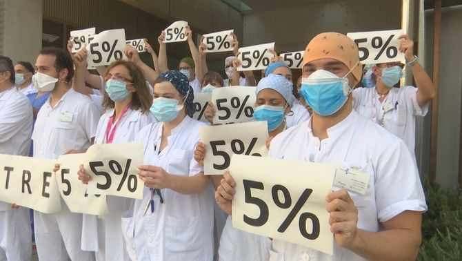 Professionals sanitaris reclamen el 5% del sou retallat fa 10 anys arran de la crisi