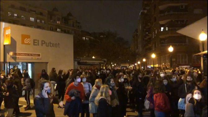 La manifestació feminista nocturna acaba amb actes vandàlics a Barcelona