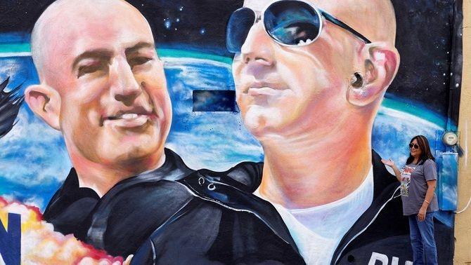 Un mural a El Paso, Texas, avança la fita del viatge a l'espai de Bezos i el seu germà Mark