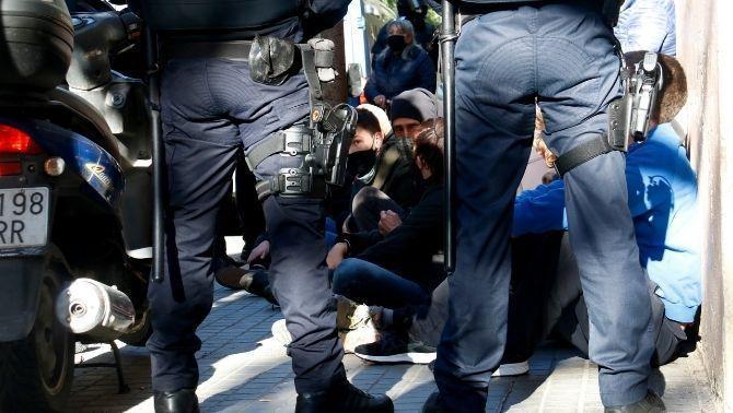 Milers d'euros en multes per frenar desnonaments