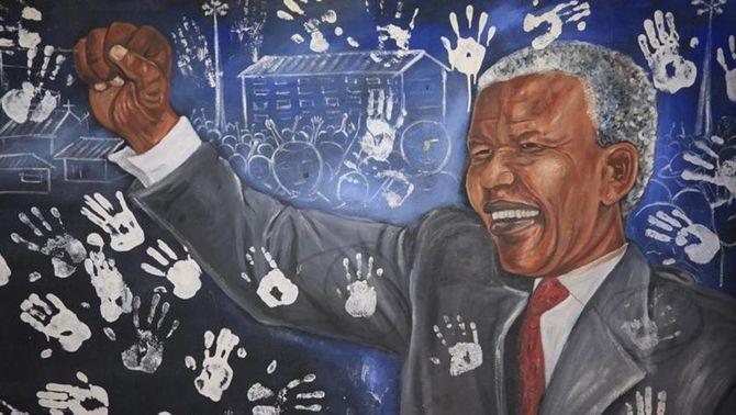 Un mural de Nelson Mandela decora la façana de casa seva a Johannesburg.