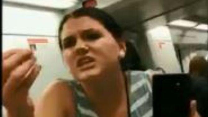 Els Mossos investiguen l'agressió homòfoba a dues dones per fer-se un petó al metro
