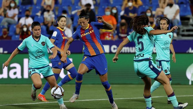 La primera divisió de futbol femení ja és professional
