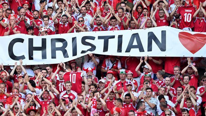 El Dinamarca-Bèlgica s'atura en el minut 10 en homenatge a Eriksen
