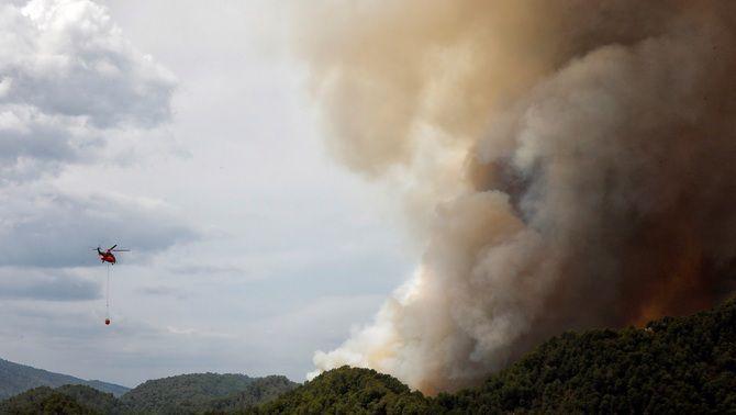 Feines d'extinció de l'incendi de la Conca de Barberà i l'Anoia