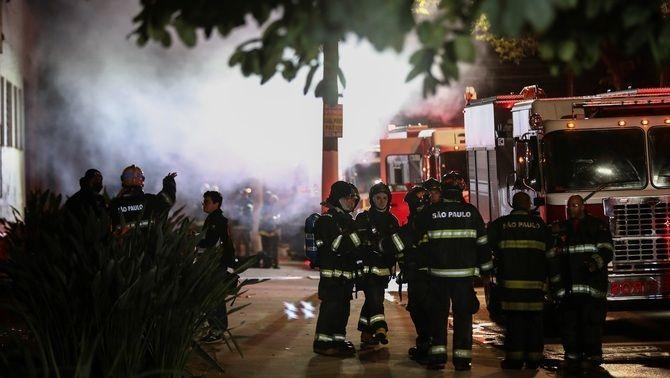 Un incendi de grans proporcions ha cremat quatre tones de material cinematogràfic (EFE/Sebastiao Moreira)