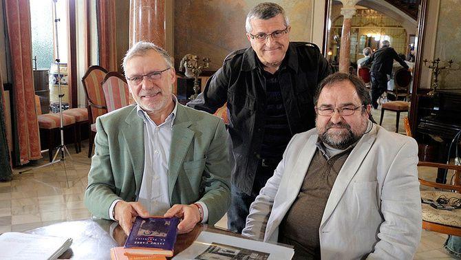 Àlex Gorina amb l'Antoni Verdaguer i en Sergi Mateu, durant la gravació de l'entrevista