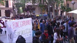 Uns encaputxats provoquen aldarulls a Gràcia