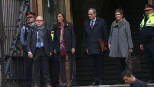 Torra, amb la seva dona i els seus advocats, sortint del TSJC el 18 de novembre (ACN / Maria Belmez)