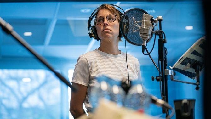 Nausicaa Bonnin (Sònia) durant la gravació de la sèrie de ficció de Catalunya Ràdio