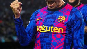 Piqué celebra un gol