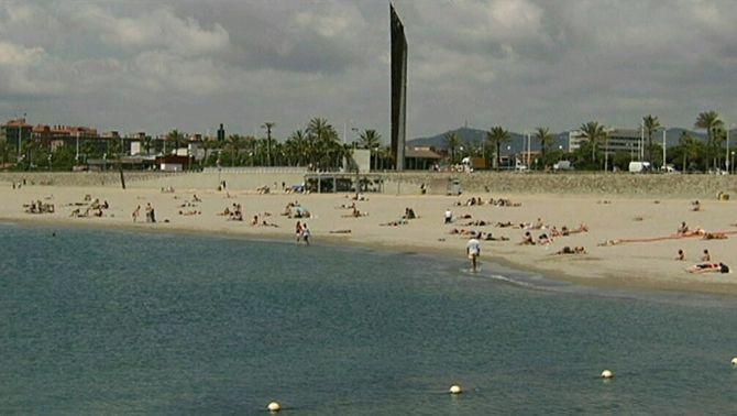 Les platges catalanes retrocedeixen tres metres cada any i no n'hi ha prou amb regeneració de sorra