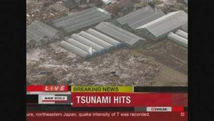 Imatges del tsunami que davasta el nord-est del Japó