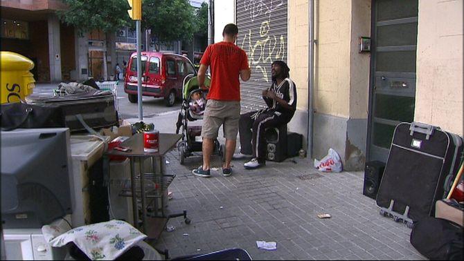 Grup de persones sense sostre que viuen al carrer