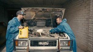 Bricoheroes - Com canviar l'oli del cotxe