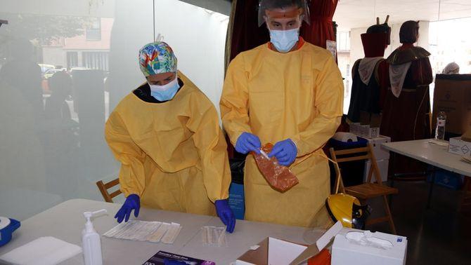 Educació estudia fer tests al personal de les escoles i prioritzar-ne la vacunació