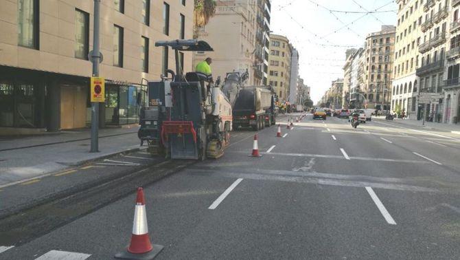 Comencen les obres del nou carril bici al carrer Aragó, que retalla espai al cotxe