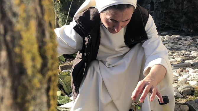 Sònia Sapena, l'ermitana del Priorat que s'ha quedat sense ermita arran del Filomena