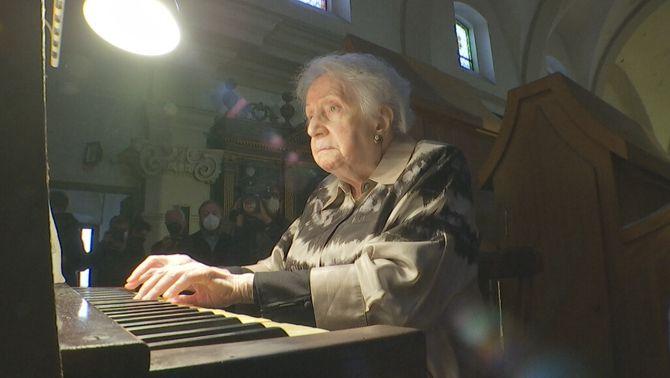 Montserrat Torrent, la reina de l'orgue, compleix 95 anys sense deixar de tocar