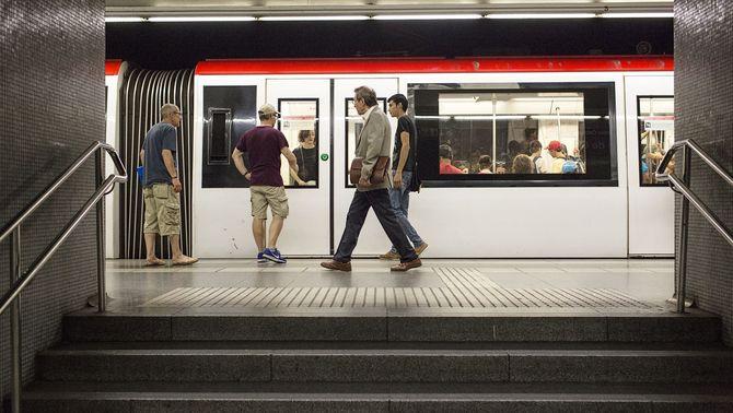 El metro amplia els horaris el cap de setmana i Renfe l'oferta per fer activitats d'oci