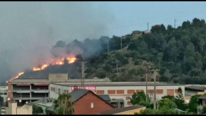 L'incendi de Sant Vicenç dels Horts amenaçava d'arribar a una urbanització pròxima